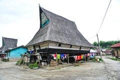 Casa étnica del pueblo de Batak en Sumatra septentrional Fotos de archivo