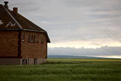 Casa abandonada de la escuela imágenes de archivo libres de regalías