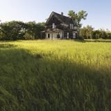 Casa abandonada de la granja. Imagen de archivo libre de regalías
