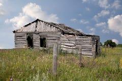 Casa abandonada de madeira Imagens de Stock