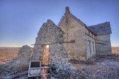 Casa abandonada del Dr. Jones en la salida del sol Imagen de archivo libre de regalías