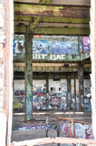 Casa abandonada del poder: Visión a través Foto de archivo libre de regalías