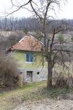 Casa abandonada del pueblo del raquis Fotos de archivo