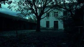 Casa abandonada do horror vídeos de arquivo