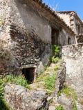 Casa abandonada en la ciudad de Francavilla di Sicilia Imagen de archivo libre de regalías