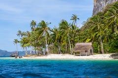 Casa abandonada en la isla del paraíso Fotografía de archivo libre de regalías