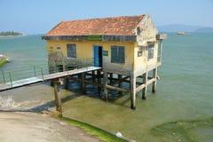 Casa abandonada en los zancos Nha Trang Vietnam Fotografía de archivo libre de regalías