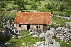 Casa abandonada en Studenci Bosnia y Hercegovina Foto de archivo libre de regalías