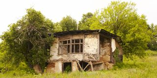 Casa abandonada, frecuentada Fotografía de archivo libre de regalías