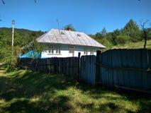 A casa abandonada na vila Imagens de Stock