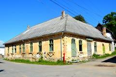 Casa abandonada na vila Rosia Montana, a Transilvânia fotos de stock royalty free