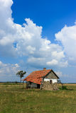 Casa abandonada no deserto húngaro Fotografia de Stock Royalty Free