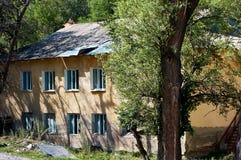 Casa abandonada no desfiladeiro de Talgar, Cazaquistão Foto de Stock