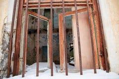 Casa abandonada que consigue lista para la demolición Imagen de archivo libre de regalías