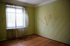 Casa abandonada que consigue lista para la demolición Foto de archivo