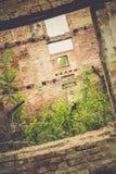 Casa abandonada retra imagenes de archivo