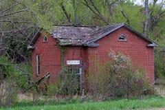 Casa abandonada velha da escola fotografia de stock royalty free