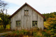 Casa abandonada velha da exploração agrícola, Noruega Foto de Stock Royalty Free