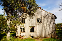 Casa abandonada velha da exploração agrícola, Noruega Imagem de Stock