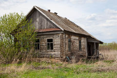 Casa abandonada velha na vila do russo Fotos de Stock Royalty Free