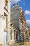 Casa abandonada velha sob a renovação Fotos de Stock Royalty Free