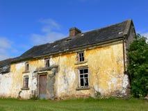Casa abandonada vieja Imagen de archivo libre de regalías