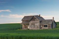 Casa abbandonata al crepuscolo Fotografie Stock Libere da Diritti