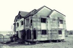 Casa abbandonata decadimento in bianco e nero Fotografie Stock