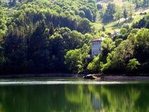 Casa abbandonata del lago Immagini Stock