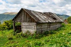 Casa abbandonata in montagne Fotografia Stock Libera da Diritti