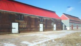 Casa acadiense del humo de los arenques con el tejado rojo fotografía de archivo