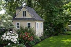 Casa acolhedor do jardim Imagem de Stock