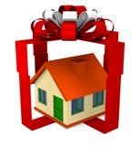 Casa adentro a la caja de regalo Fotografía de archivo libre de regalías