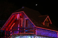 Casa adornada para la Navidad Imágenes de archivo libres de regalías