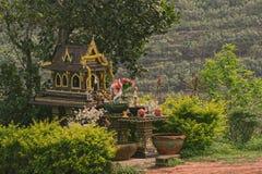 Casa al aire libre del alcohol en Phuket, Tailandia Montañas Imagen de archivo