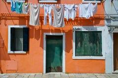 Casa alaranjada de Burano Fotos de Stock Royalty Free