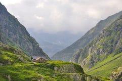 Casa alpina nella montagna della Svizzera Fotografie Stock Libere da Diritti