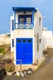 Casa alta e stretta in villaggio delle isole Canarie tipico Immagini Stock Libere da Diritti