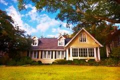 Casa amarela Imagens de Stock Royalty Free