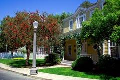 Casa amarela moderna Imagens de Stock Royalty Free