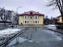 Casa amarilla Imagenes de archivo