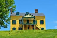 Casa amarilla de la tolva Imágenes de archivo libres de regalías
