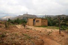 Casa amarilla del suelo y de la piedra en QwahQwah Foto de archivo libre de regalías