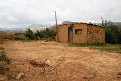 Casa amarilla del suelo y de la piedra en QwahQwah Imagen de archivo libre de regalías