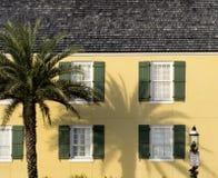 Casa amarilla pasada de moda en el santo Augustine Florida Imagenes de archivo