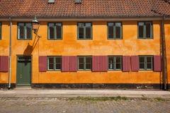 Casa amarilla vieja de Nyboder Fotografía de archivo