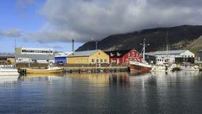 Casa amarilla y roja, Akurey Imagenes de archivo