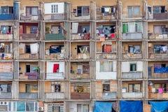 Casa ammucchiata, facciata della finestra, Georgia, Tbilisi Immagine Stock