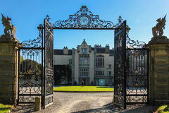 Casa & jardins de Kilruddery. Entrada. Ireland fotos de stock
