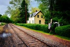 Casa ao longo das trilhas de estrada de ferro em Portland, Pensilvânia Imagem de Stock